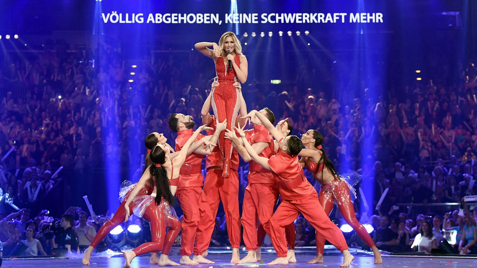 Nach Ard Live Show Helene Fischer Stürzte Auf Der Bühne Promiflashde