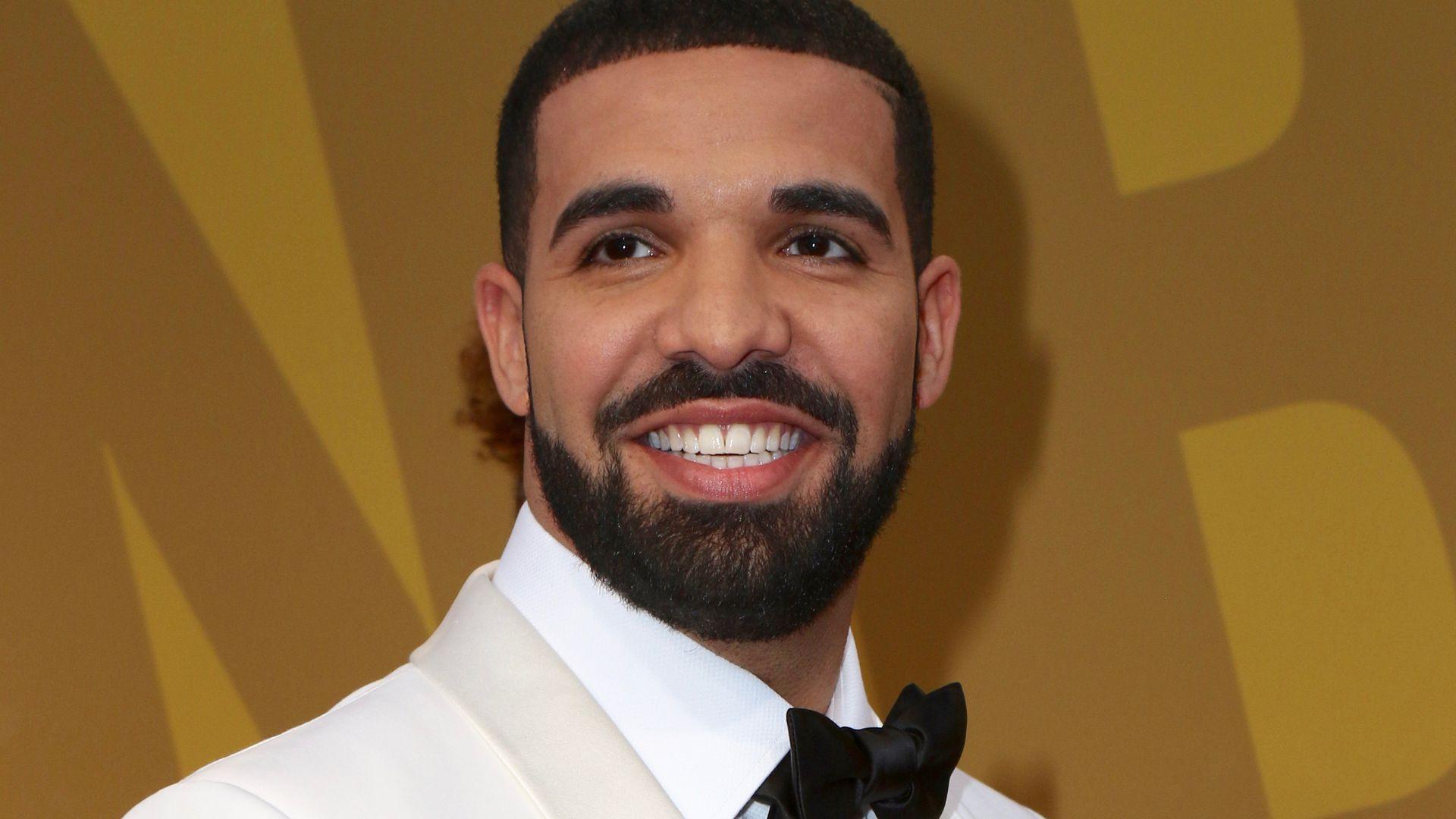Huch Rapper Drake Zeigt Sich Auf Einmal Mit Mega Krause