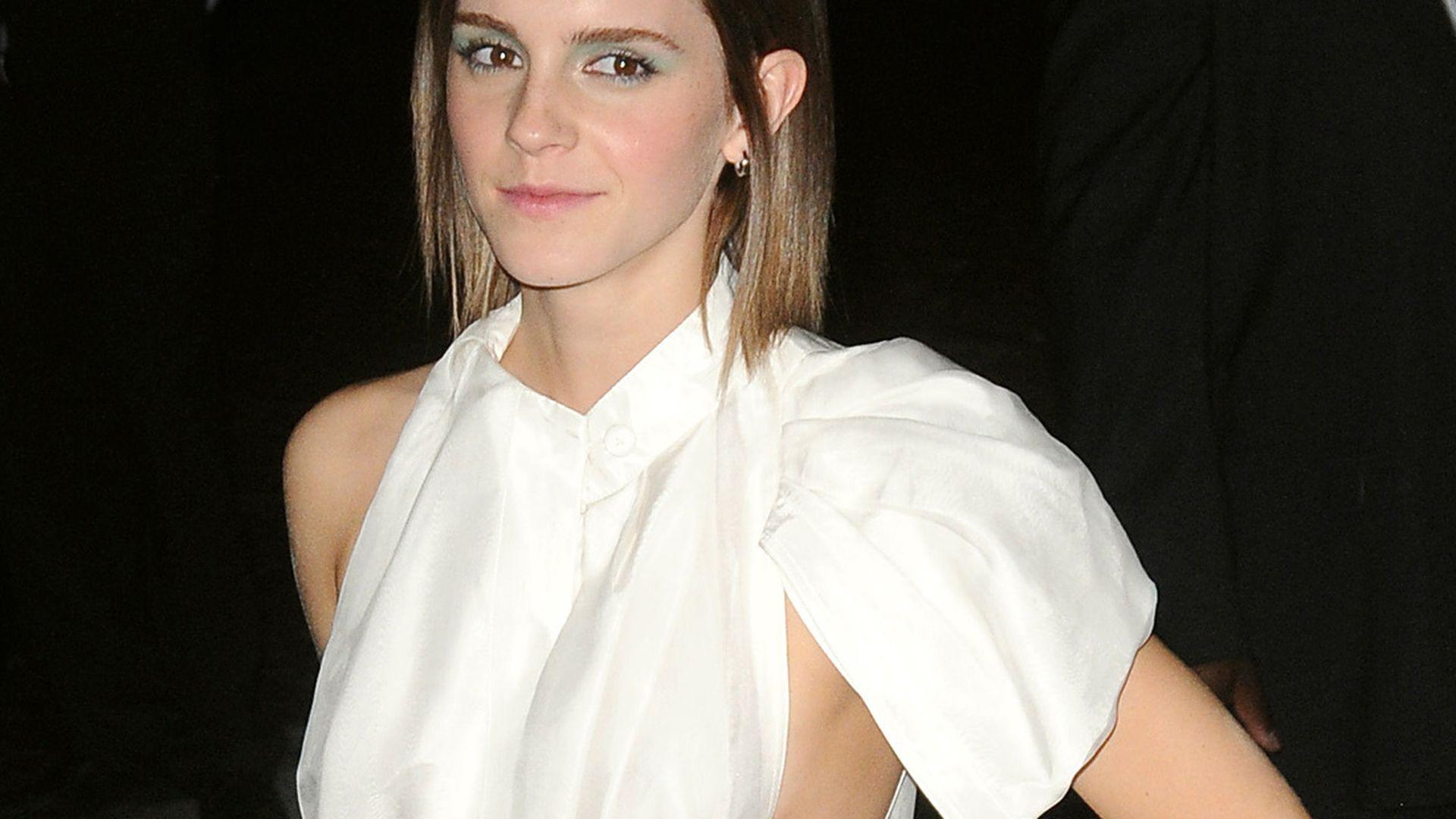 Side Boob Emma Watson Im Sexy Mini Kleid Promiflash De