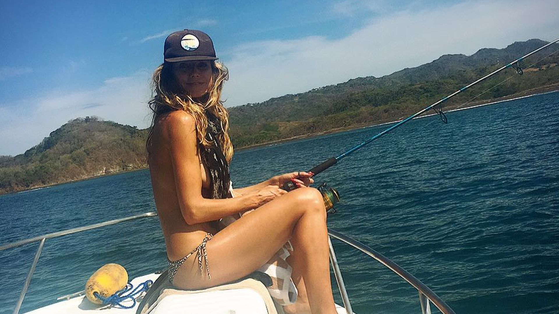 Boot nackt nackt oben ohne