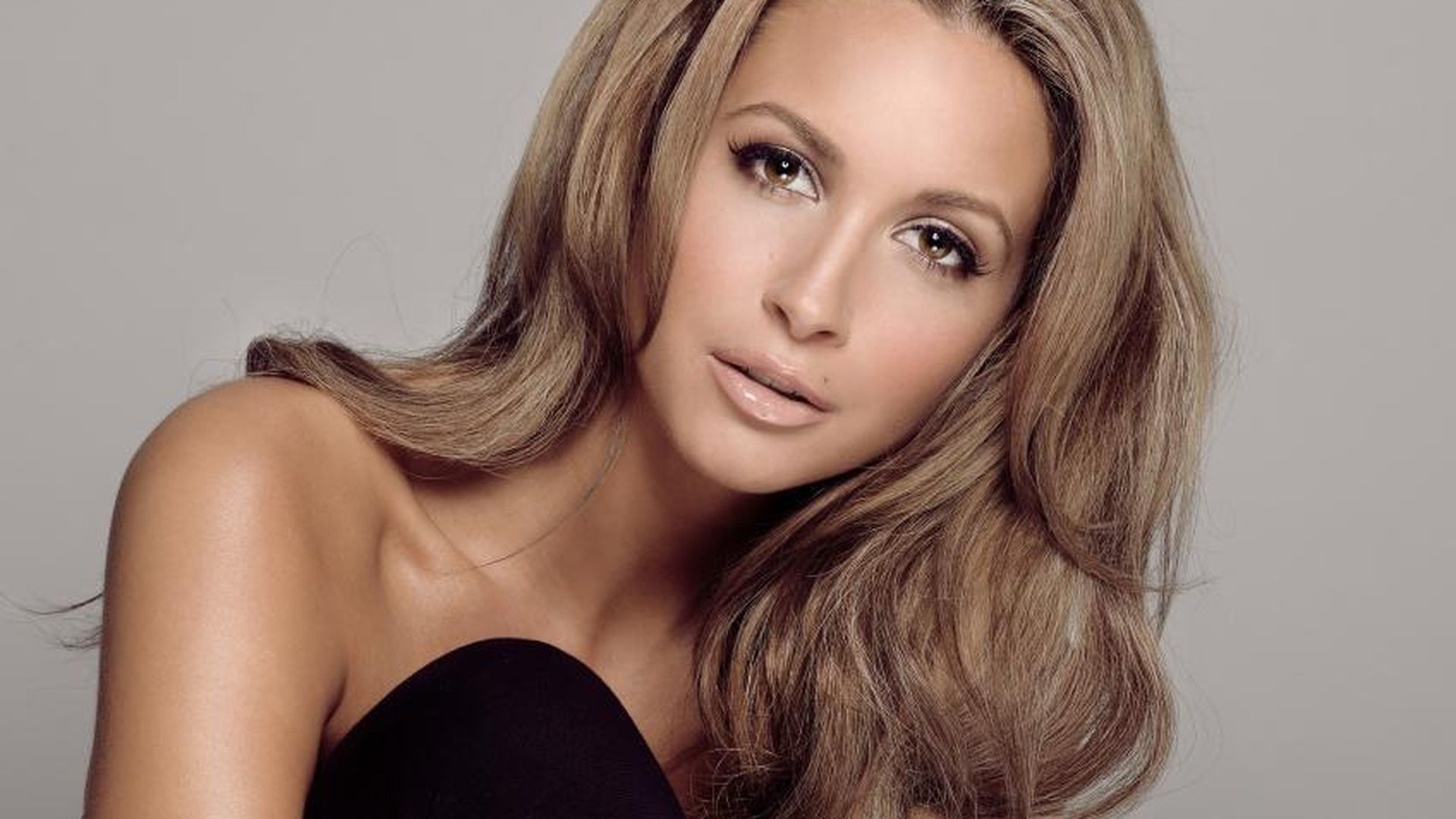 mandy capristo darum gibt es zwei video versionen. Black Bedroom Furniture Sets. Home Design Ideas