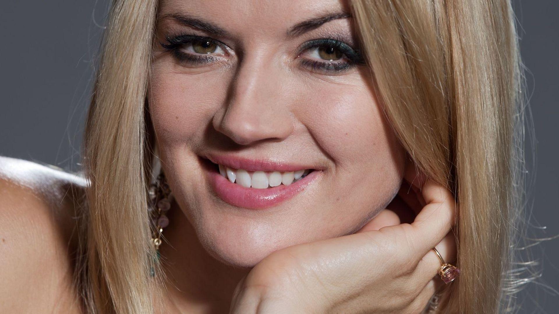 Für Playboy: Nina Bott lässt die Hüllen fallen | Promiflash.de