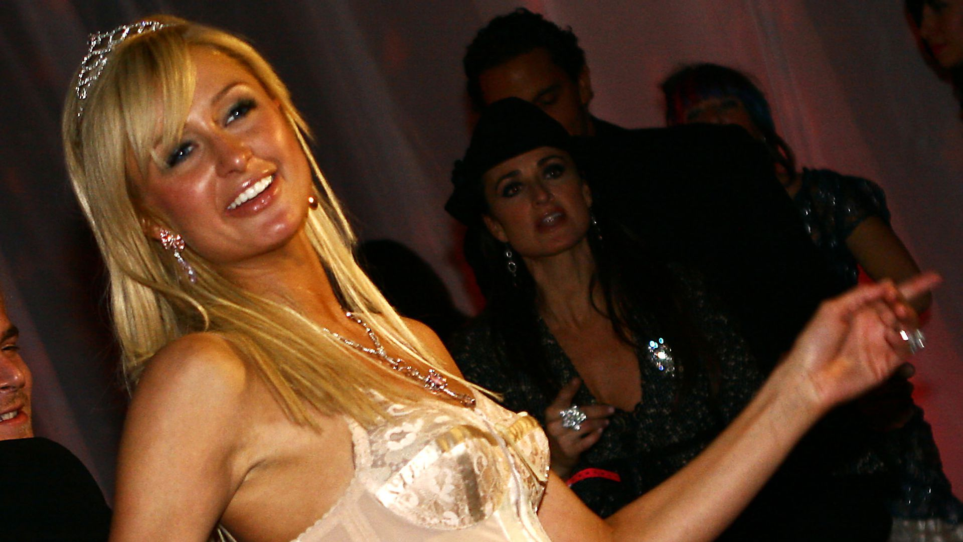 Große Veränderung So Sah Paris Hilton Früher Aus Promiflash De