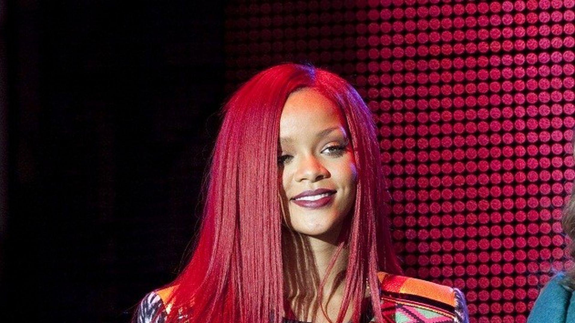 Neue Frisur Rihanna jetzt im Arielle Look
