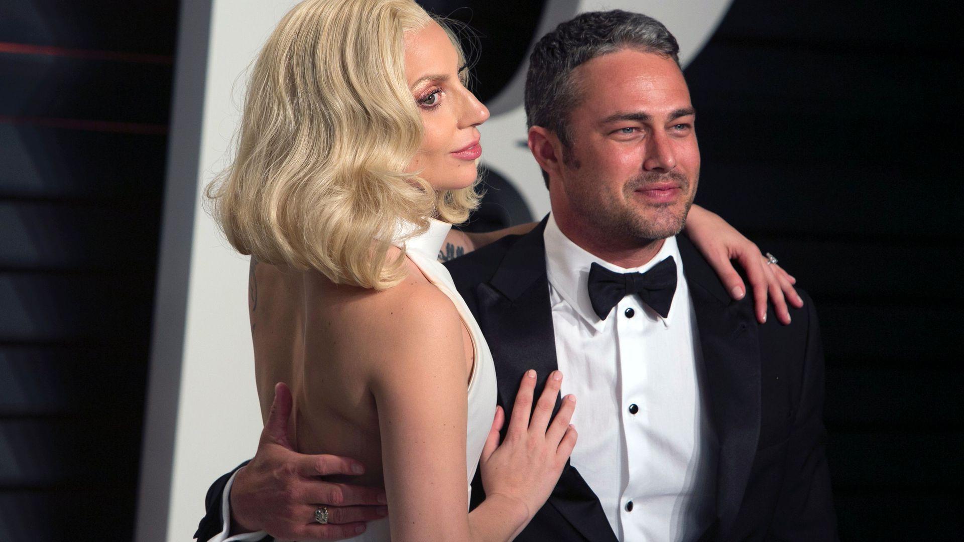 Lady GaGa kuschelt mit Plüschtieren   Promiflash.de