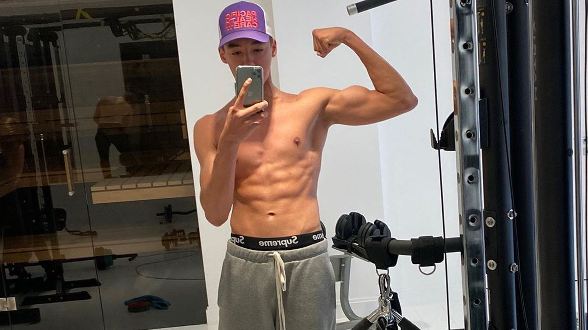 Hingucker: Verona Pooths Sohn San Diego (16) zeigt Sixpack