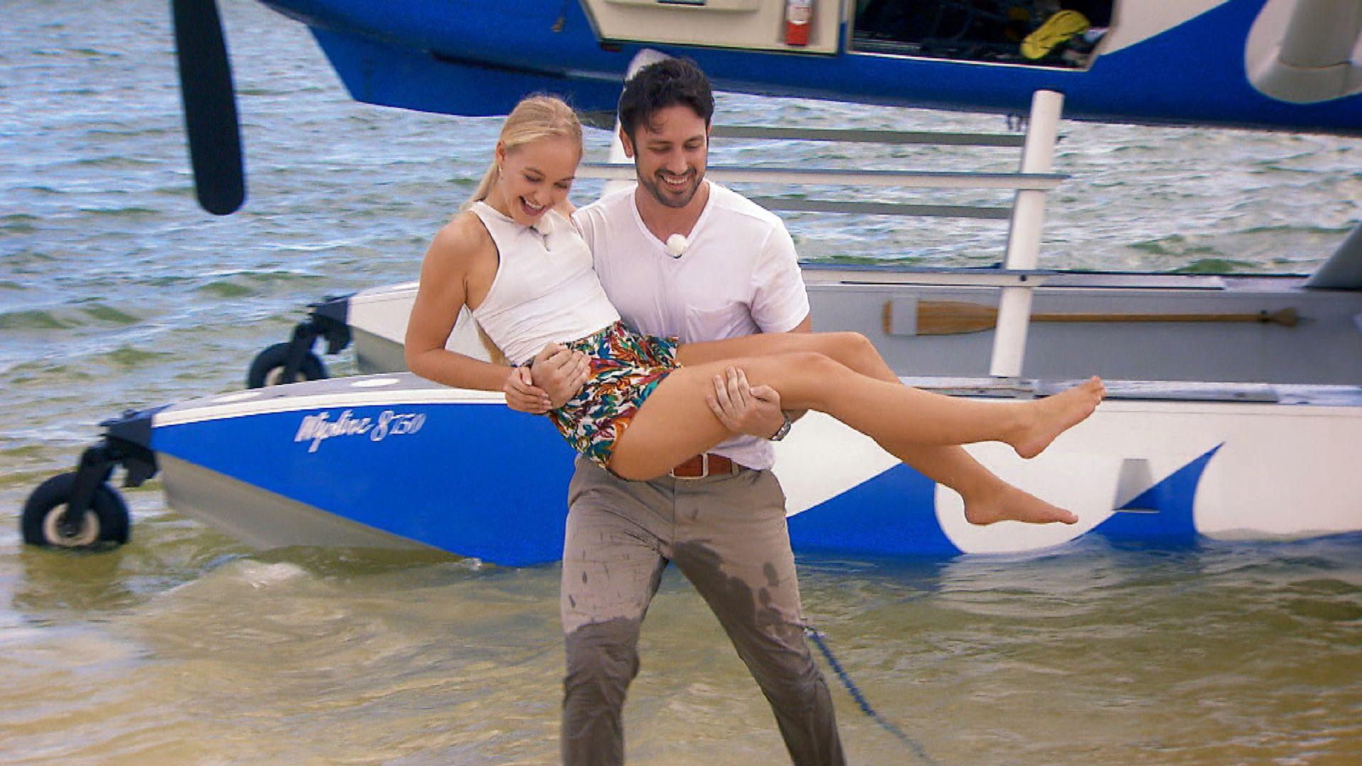 Bachelor-Svenja: Brust-OP gestanden, Playboy verschwiegen