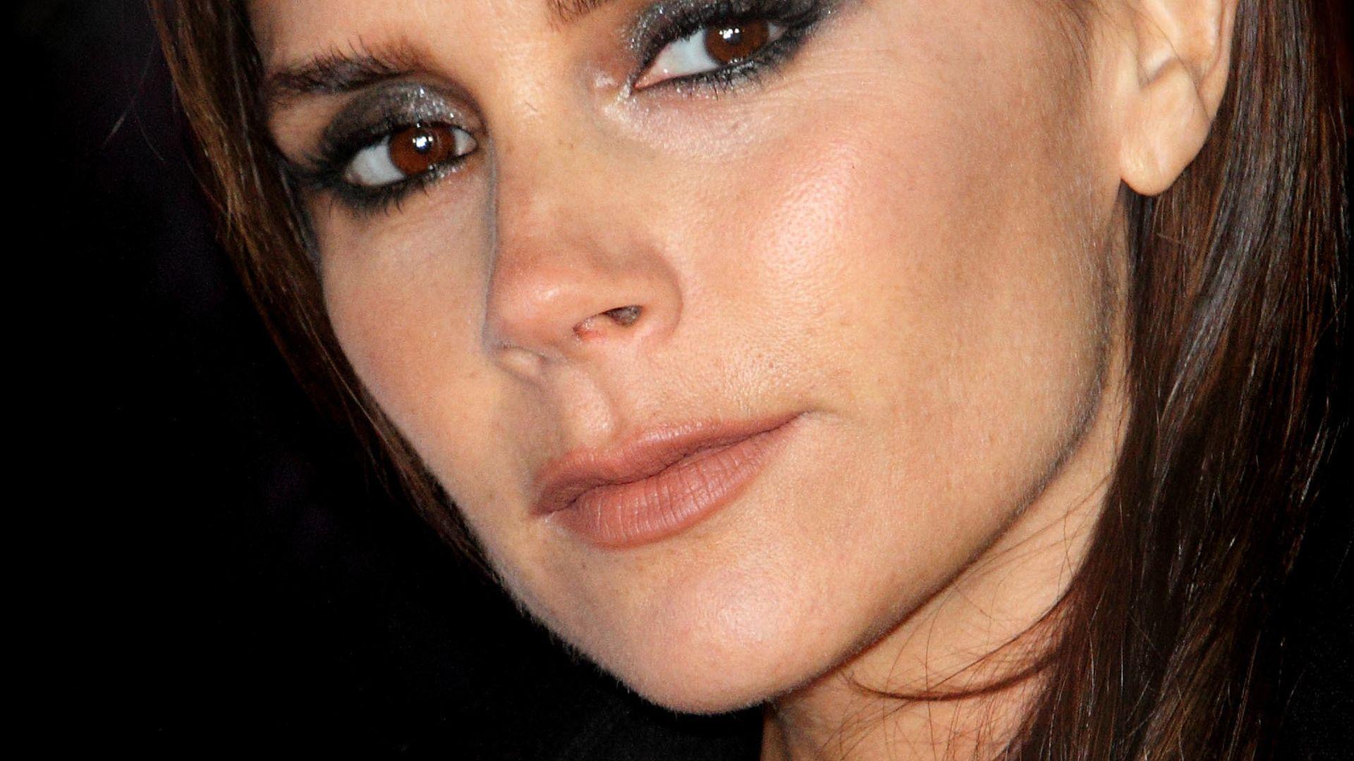 Victoria Beckham: Trauert sie ihren Brüsten nach ...