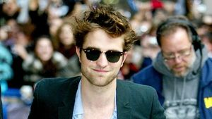 Video: Fan klaut Robert Pattinson!