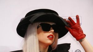 Lady GaGa: Bald Bond-Girl?