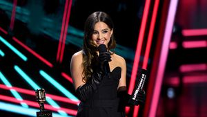 Bühnen-Fauxpas: Addison Rae bei Billboard Awards in Panik