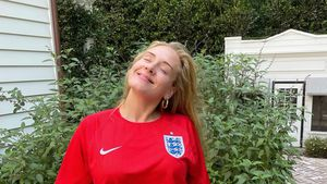 Trotz Niederlage: Sängerin Adele trägt stolz England-Trikot