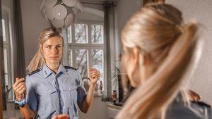 Deutschlands heißeste Polizistin ist wieder im Einsatz!