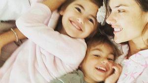 Kuscheln! Alessandra Ambrosio schmust mit ihren Kids