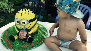 Alessio Lombardi neben seiner Minion-Torte