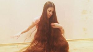 Wow! Real-Life-Rapunzel bindet aus 2-Meter-Haaren einen Zopf