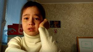 Wie fies: Kinder-YouTuberin wird von Fans versetzt und weint