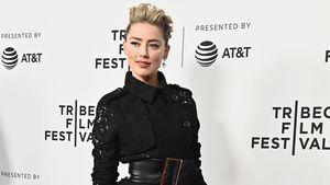 Im Rosenkrieg: Amber Heard im Strapsen-Look auf Red Carpet