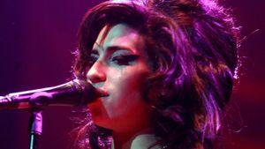 Amy Winehouse bei einem Auftritt in Birmingham im November 2007