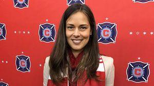 """Ana Ivanovic mit """"Chicago Fire""""-Fanschal"""