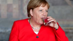 Minutenlang: Angela Merkel hatte wieder einen Zitter-Anfall