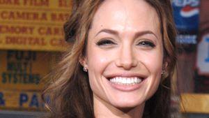 Brad, wer?! Angelina Jolie strahlend happy im Winterurlaub!