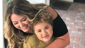 """Selten: """"After""""-Autorin Anna Todd zeigt ihren Sohn im Netz!"""