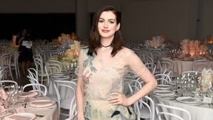 Anne Hathaway bei der Guggenheim International Gala von Dior in New York 2016