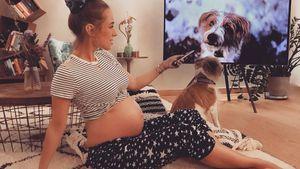 Nackte Kugel: Annemarie Carpendale chillt mit Baby-Bauch!