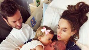 Armie Hammer und Elizabeth Chambers mit ihren Kindern