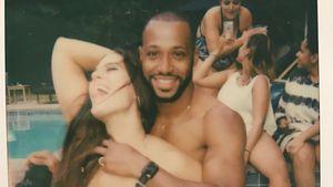 Ashley Graham mit ihrem Freund im Pool
