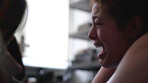 Ehrliches Foto: Hier liegt Ashley Graham in den Wehen!