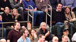 Ashley Olsen, Richard Sachs, Olivier Sarkozy und Mary-Kate Olsen bei den New York Knicks