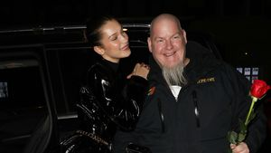 Süße Aktion: Bella Hadid schenkte Paparazzi Valentins-Rosen