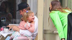 Hier albert Lea mit Papa Bradley Cooper und Mama Irina herum
