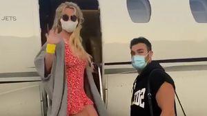 Endlich Urlaub? Britney Spears und Sam besteigen Flugzeug!