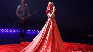 BSC: So umständlich war Julis Rotkäppchen-Kleid!