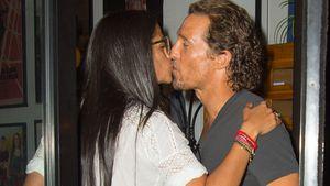 Ein Küsschen bitte! Matthew McConaughey turtelt mit Camila
