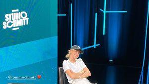Caro Daur besucht Freund Tommi Schmitt im Fernsehstudio