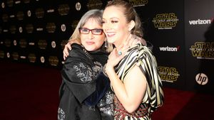 Carrie Fisher und Billie Lourd 2015 bei einer Filmpremiere in Hollywood