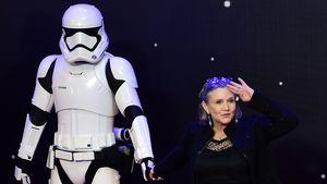 """Carrie Fisher bei der Premiere von """"Star Wars: Das Erwachen der Macht"""" in London 2015"""