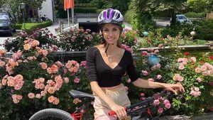Ganz schön mutig: Cathy Hummels filmt Stories beim Radfahren