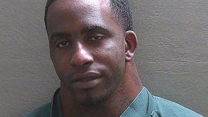 Wieder ein Polizeifoto! Mega-Nacken-Mann erneut im Gefängnis