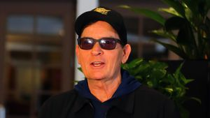 Nach Missbrauchs-Doku: Charlie Sheen erstmals unterwegs