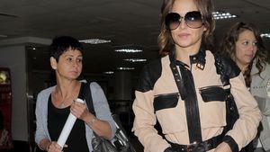Cherly und ihre Mutter Joan am Flughafen