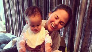 Chrissy Teigen mit Tochter Luna Simone