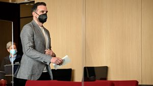Im Gericht: Erste Fotos von Metzelder & neue Anklage-Details