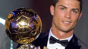 Über 600.000 Euro: Ronaldo versteigert Weltfußballer-Pokal