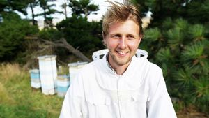 Erster Kuss! Neuseeland-Bauer Daniel geht richtig zur Sache