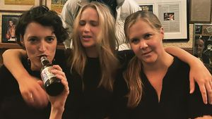 Amy Schumer und Jennifer Lawrence feiern in New Yorker Pub